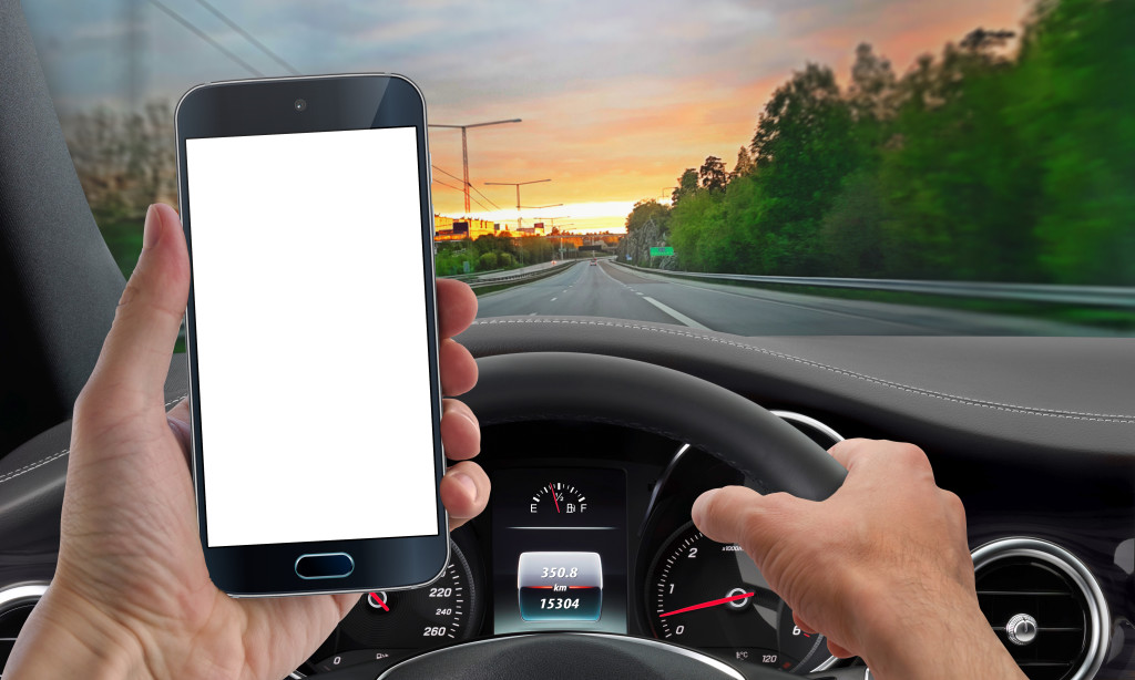 talking phone while driving How talking on cell phones – handheld or hands-free how talking on cell phones affects our vision while driving understanding the distracted brain.